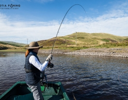 first-time-fly-fisher-playing-a-trout-in-perthshire