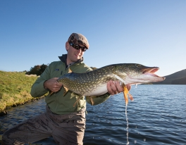 pike-fishing-american-guest-scotland-011