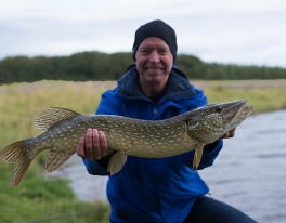 bank-fishing-for-pike-scotland-02