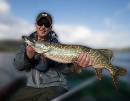 fly-fish-for-pike-from-boat-06